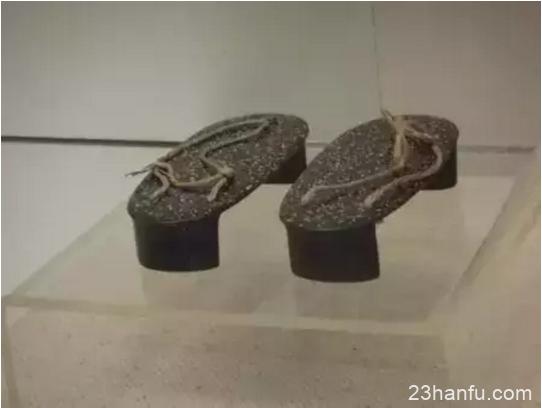 知道华夏的衣服叫汉服,那鞋子叫什么呢?