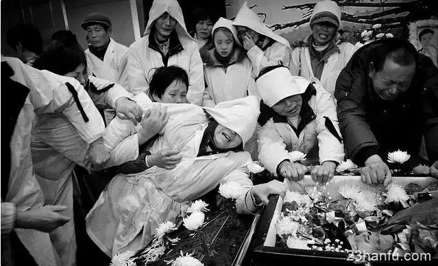 中国式葬礼的主角从来不是死者
